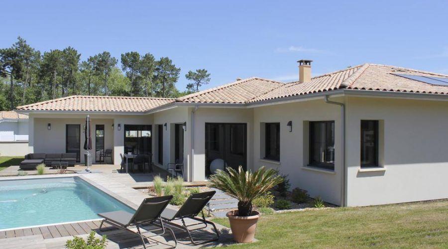 Villa Plein Pied Dans Jardin En 2020 Maisons Minuscules Maison Moderne Design Exterieur De La Maison