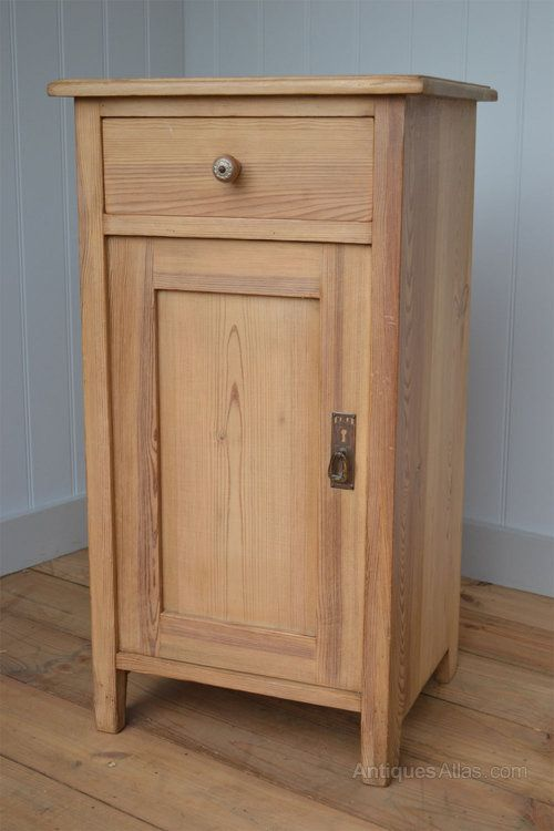 Continental 1920's Pine Bedside Cabinet Cupboard - Antiques Atlas - Continental 1920's Pine Bedside Cabinet Cupboard - Antiques Atlas