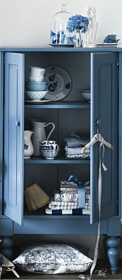 Peindre Ses Meubles En Bleu Tous Styles Decoration Du Bontemps Meubles Peint En Bleu Mobilier De Salon Mobilier Bleu
