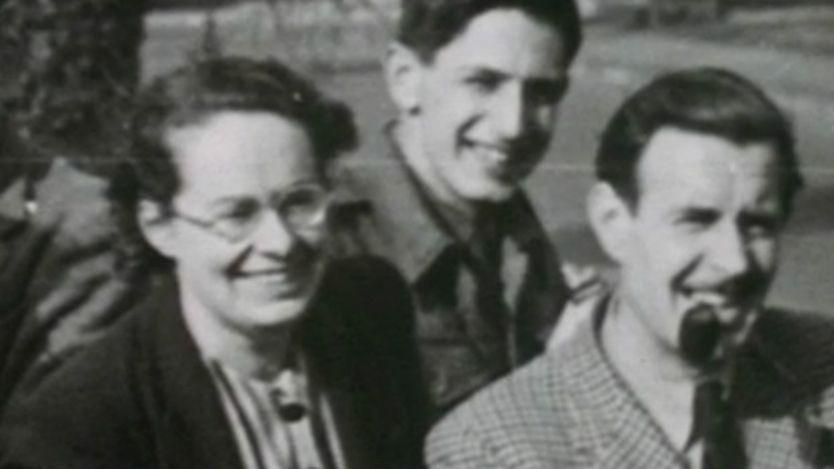 Joan Clarke in una foto con Alan Turing.