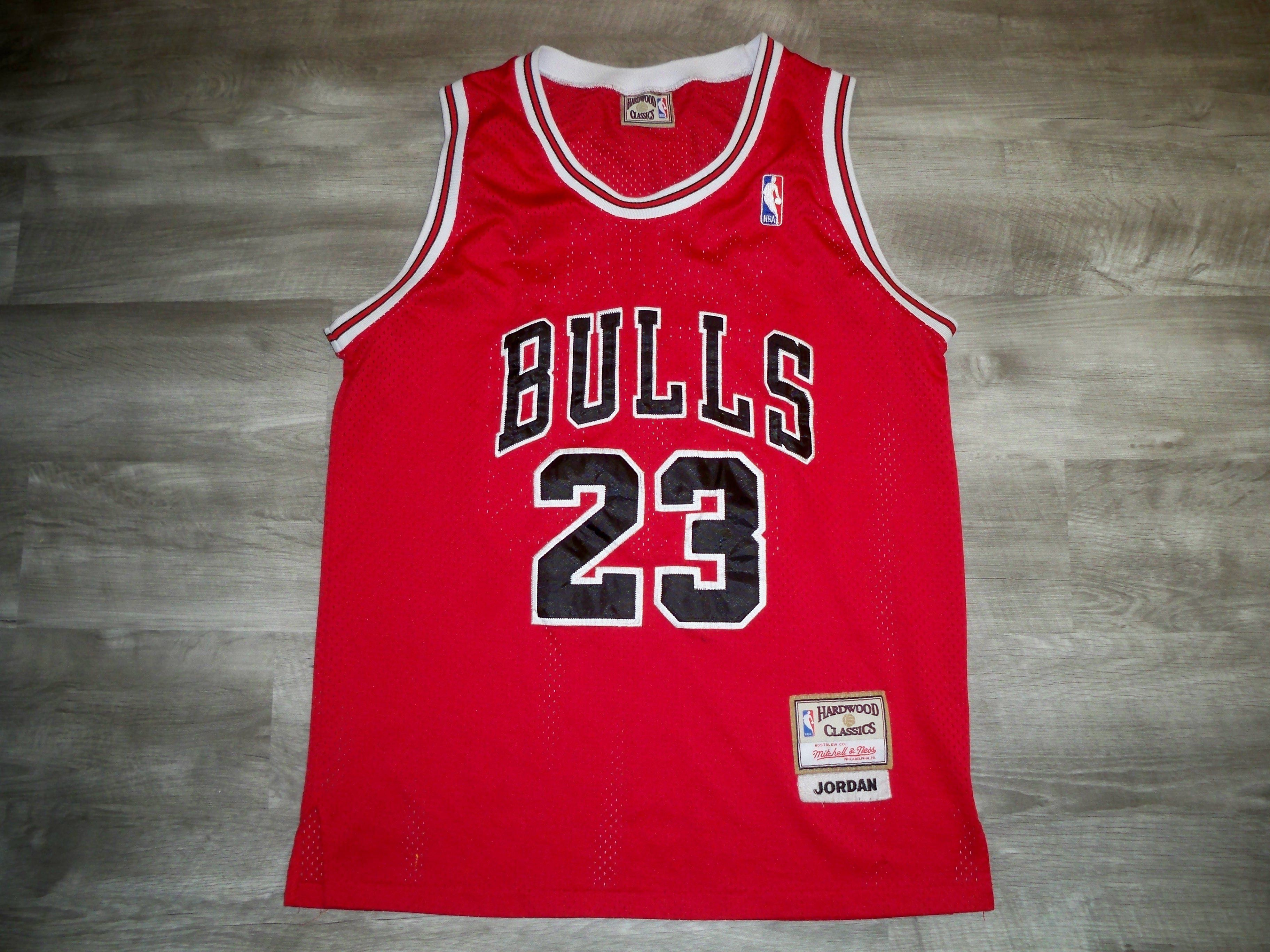 big sale a5677 25b85 Vintage Hardwood Classics Chicago Bulls Michael Jordan #23 ...