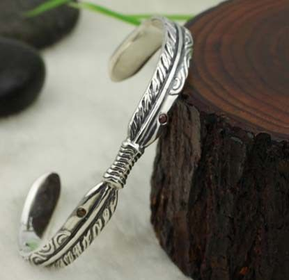 925 Sterling Silver Feather Cuff Bracelet  Made with pure 925 Sterling Silver.  Length: 66mm x 52mm x 84mm  weight: 23 gram  Wholesale are Welcome