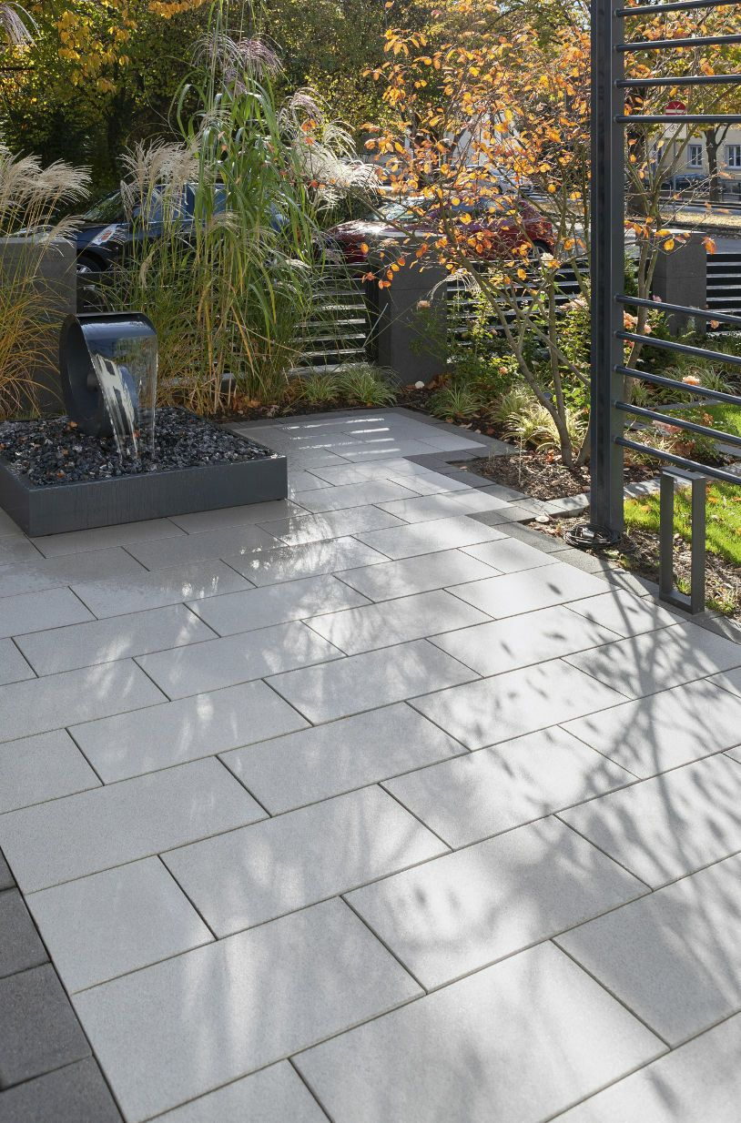 Beschichtete Terrassenplatten Fur Moderne Terrassengestaltungen In 2020 Garten Garten Terrasse Balkon Gelander Design