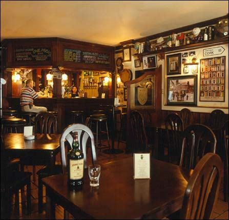 Irish pub decor irish pub brewpub pinterest - Decoracion pub irlandes ...