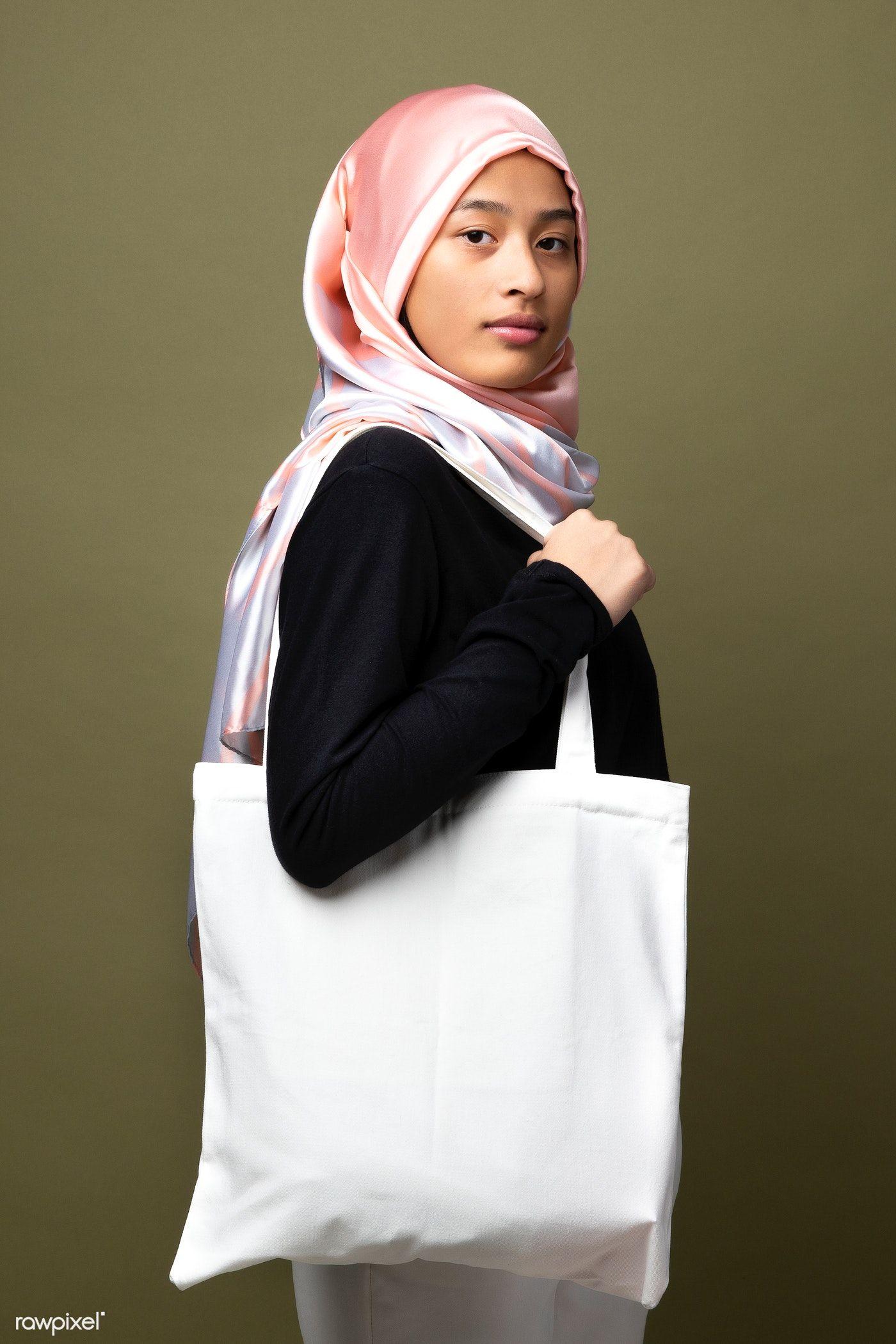Download Download Premium Image Of Muslim Woman Carrying A White Tote Bag 2210594 White Tote Bag White Tote Muslim Women