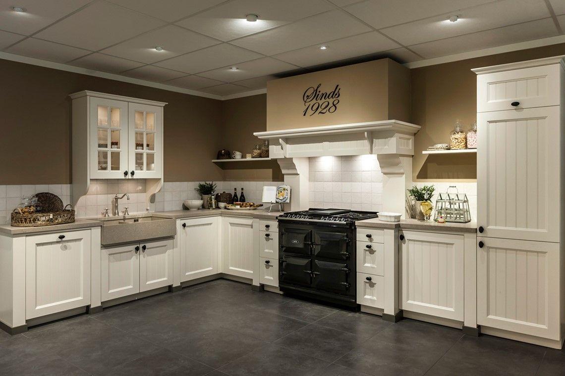 Landelijke keuken woonkeuken pinterest cottage living vintage country and kitchens - Vintage keukens ...