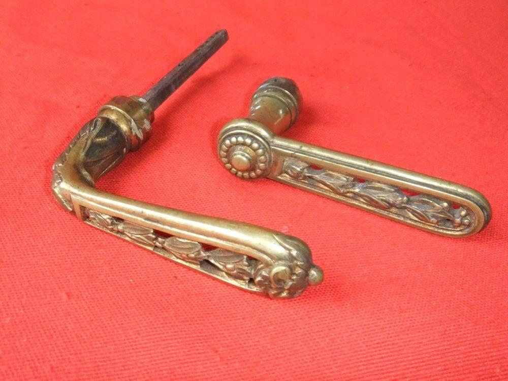 Poignée de porte ancienne bronze loquet accessoire serrurerie décor