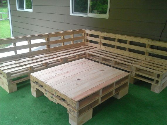 Pallet furniture sectional couch n table pallet ideas mobilier de salon meuble palette en - Sofas palets jardin ...