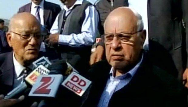 """जम्मू कश्मीर के पूर्व मुख्यमंत्री और नेशनल कॉन्फ्रेंस के अध्यक्ष फारूक अब्दुल्ला ने आज एक विवादस्पद बयान देते हुए कहा कि """"पीओके पाकिस्तान का हिस्सा है और रहेगा, जबकि यह कश्मीर भारत का हिस्सा है और हमारे साथ रहेगा।"""""""