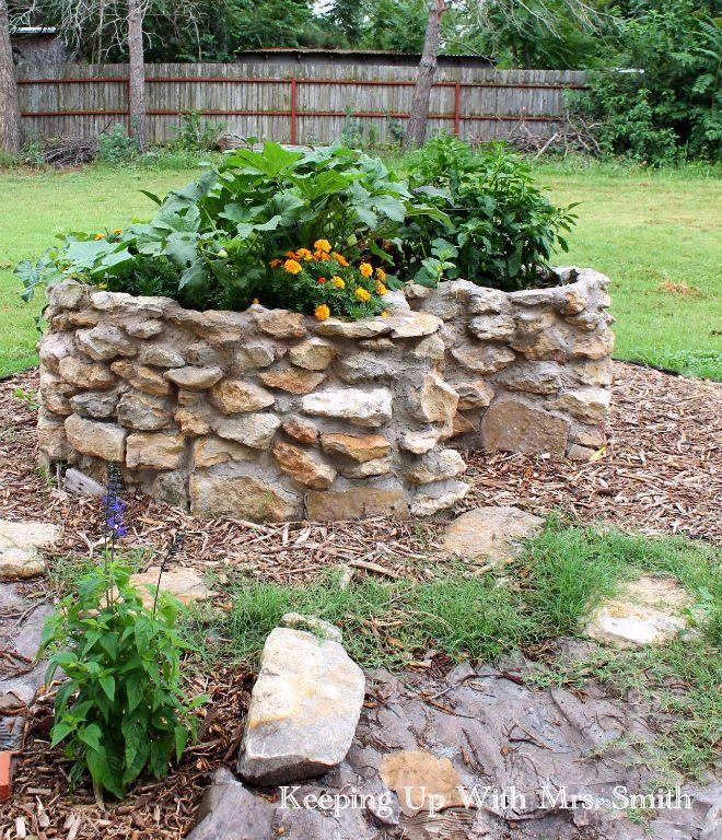 Maintaining A Keyhole Garden Backyard Farming Backyard 400 x 300