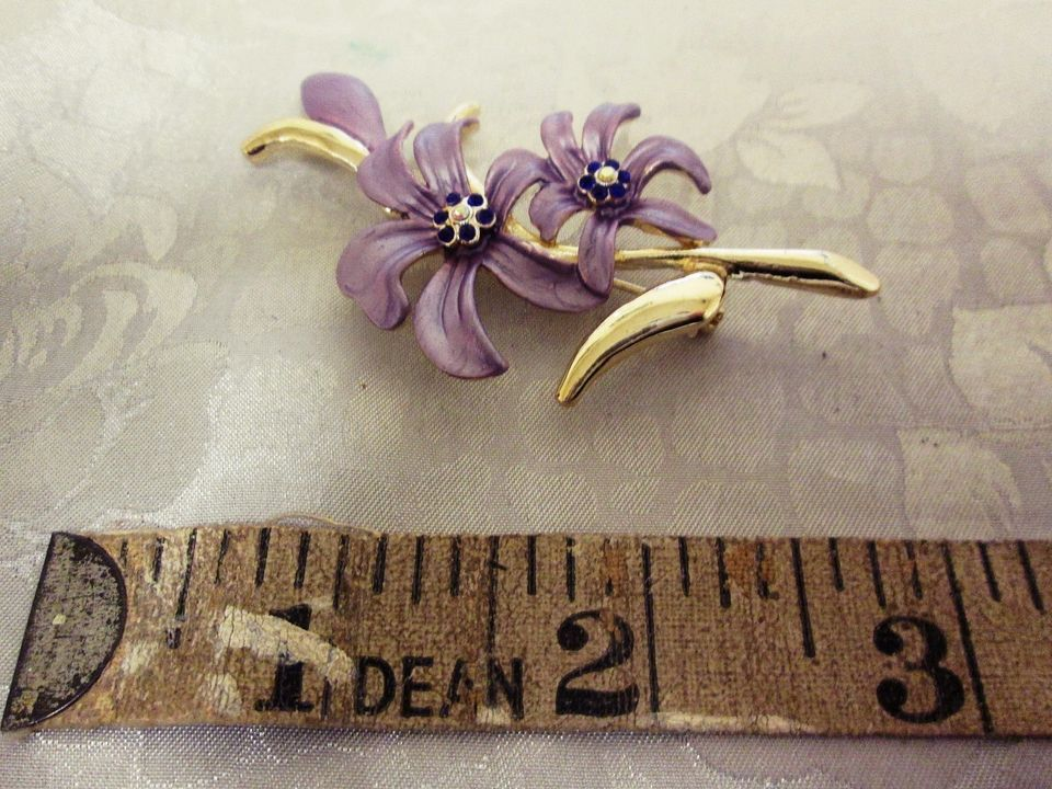 Vintage Purple Gold Coloured Flower Floral Badge Brooch Button