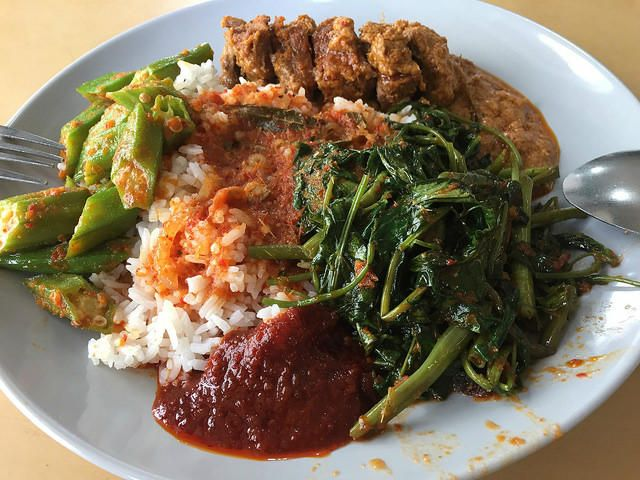 A Plate Full Of Nasi Padang Bali Indonesia Food Bali Food Malay Food