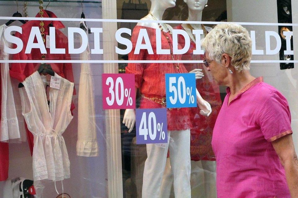 Saldi+moda+mare+2015:+Il+web+batte+lo+shopping+nei+negozi