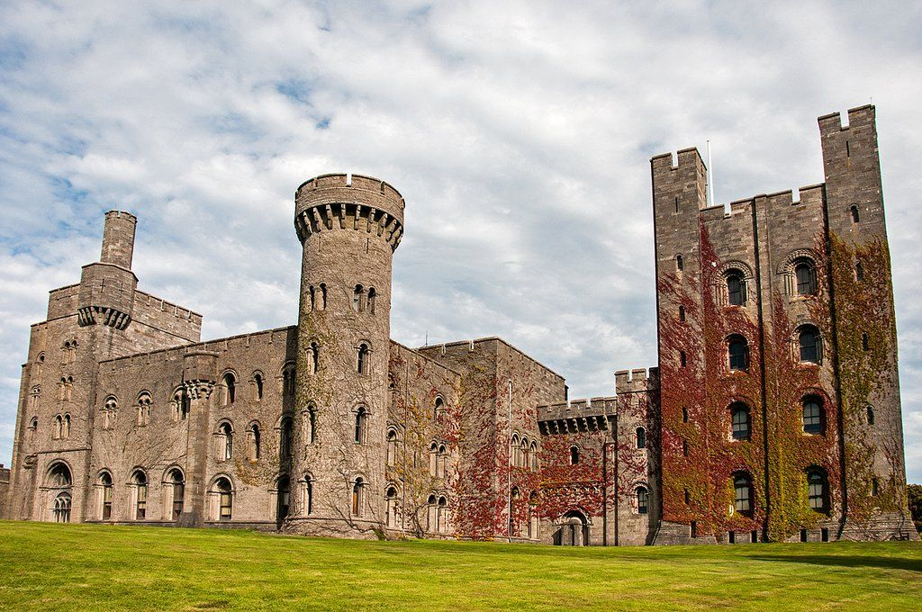 Visit Wales and its Beautiful Castles! Wales has 600+ castles, either ruined or in perfect condition, here is a pick of the best of them! #visitwales