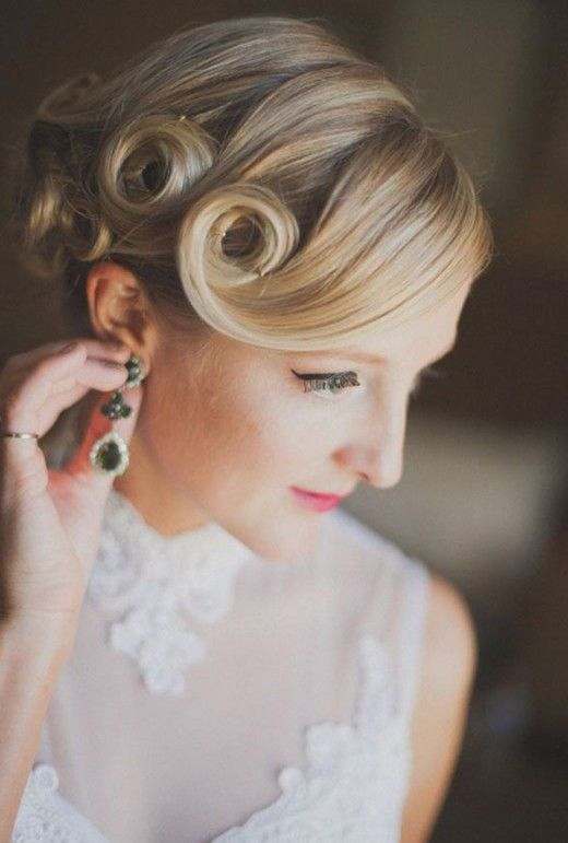 Retro 1920s 1940s Vintage Deep Side Part Pin Curl Updo Hairstyle