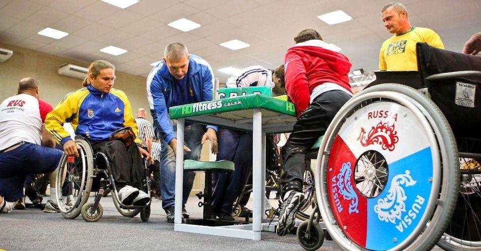 Resultados da Pesquisa de imagens do Google para http://imguol.com/2012/09/13/atletas-se-preparam-para-competicao-de-cadeirantes-no-34-mundial-de-luta-de-braco-em-sao-vicente-1347573350186_956x500.jpg