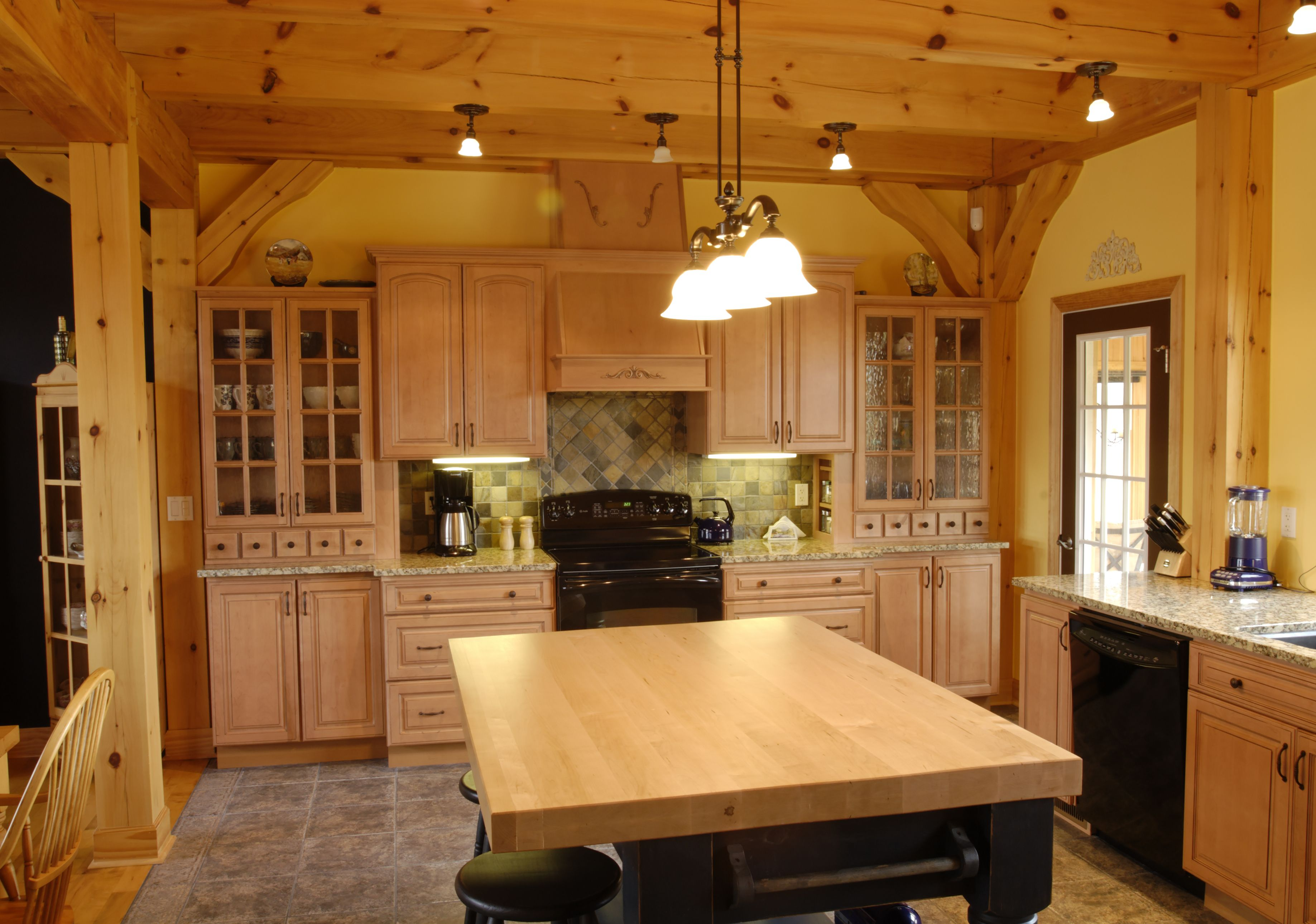 Beautiful Discovery Dream Homes Timber Frame Kitchen in our Beautiful Windermere Home  #Kitchen #Windermere #TimberFrame #Custom #DiscoveryDreamHomes