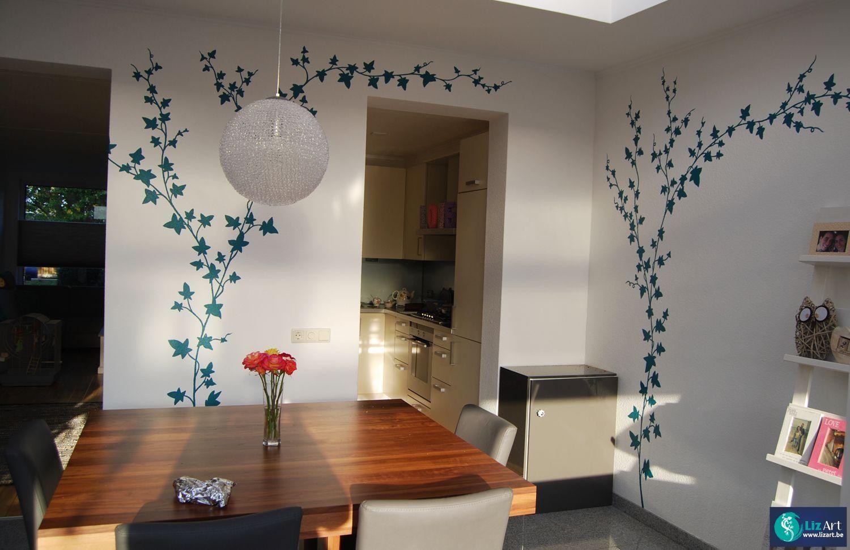 Wandschildering met klimop in de eetkamer decoratieve
