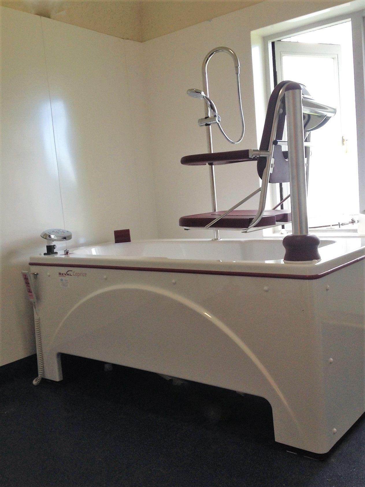 Carprice Hi Low Bath with integrated hoist | Community nursing unit ...