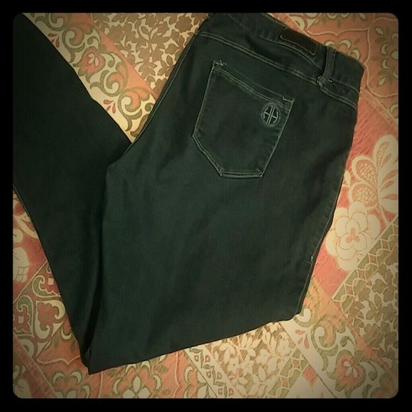 """Hot in Hollywood Skinny Stretch Denim Super soft 5 pocket legging/jeans. 38"""" Waist, 30"""" inseam, 10"""" front rise, 13"""" leg opening.  All measurements are approximate. Hot in Hollywood Jeans Skinny"""