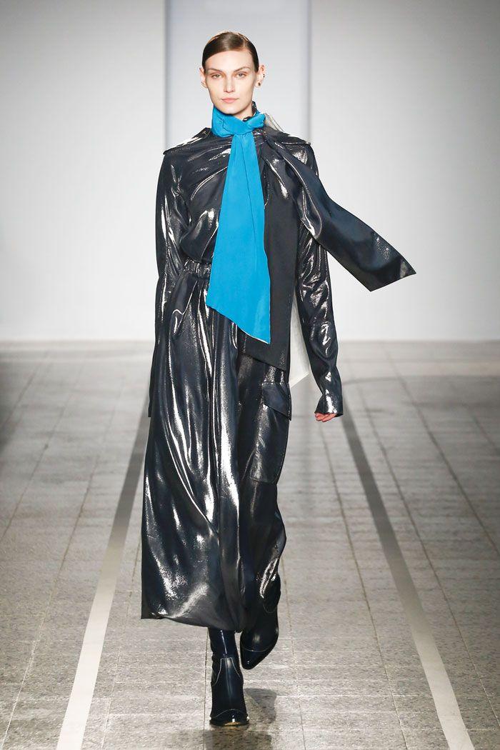 Mila Schön - look 24 DAZZLE – Dress in plated silk in silver and mercury tones.