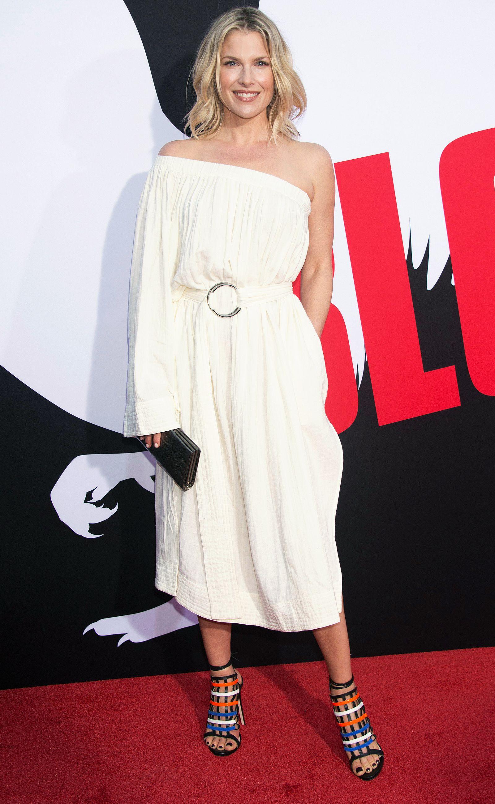 94946d0e15da ALI LARTER Ali Larter, Emily Blunt, Night Looks, Belted Dress, Red Carpet