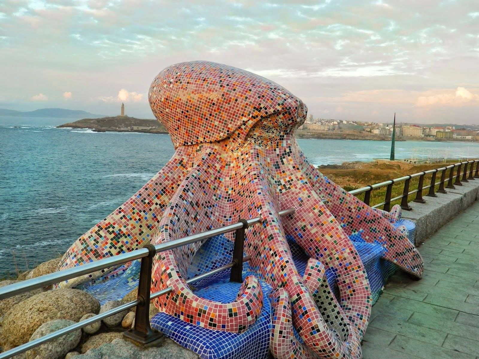 9851d0da98ccbb INVADING OCTOPUS Mosaic statue at A Coruña