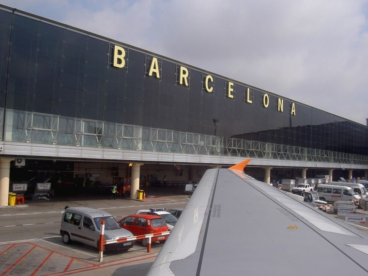 c7631430212 S10E13  FINALE  Barcelona International Airport. Fly to Paris ...