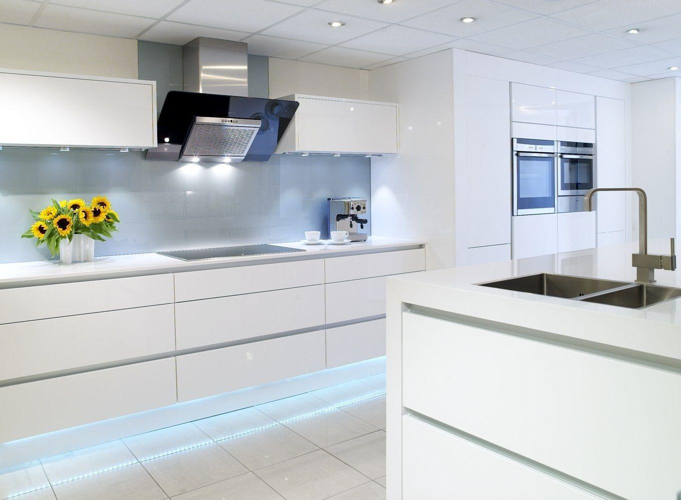 Top 9 Best White Bright Kitchen Design Ideas   Pouted.com   White ...