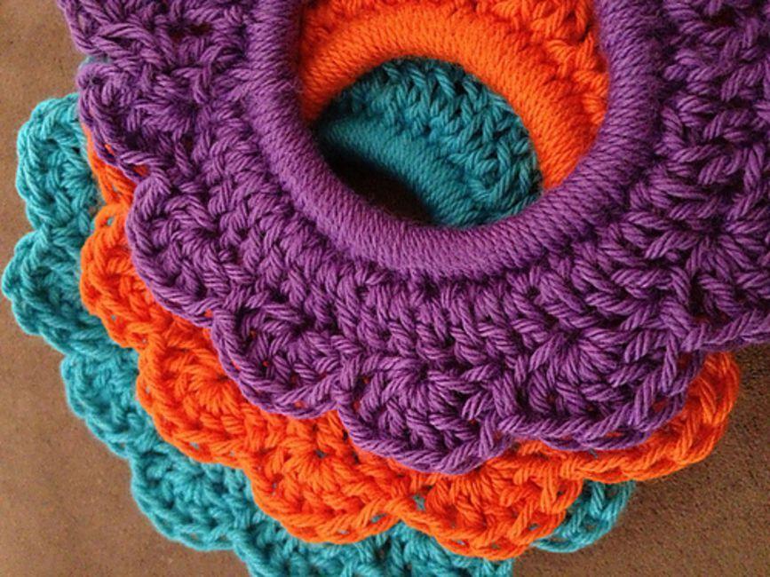 Free Crochet Hair Scrunchie Pattern #hairscrunchie