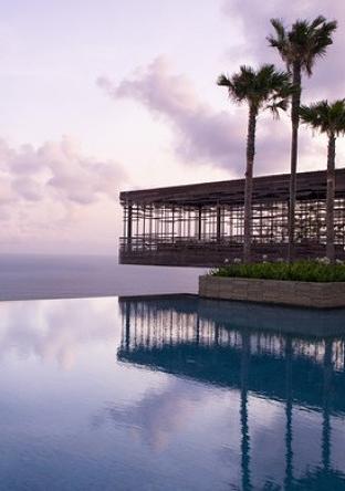 Zen Infinity Pool in Alila Villas, Bali
