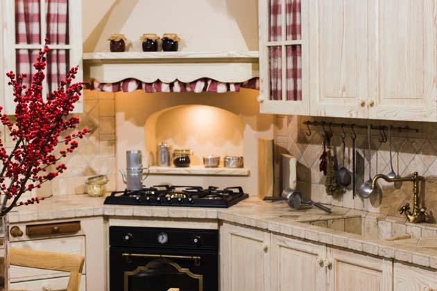 40 Tacky Kitchen Decor Mistakes Farmhouse Kitchen Design Kitchen Decor Tuscan Kitchen