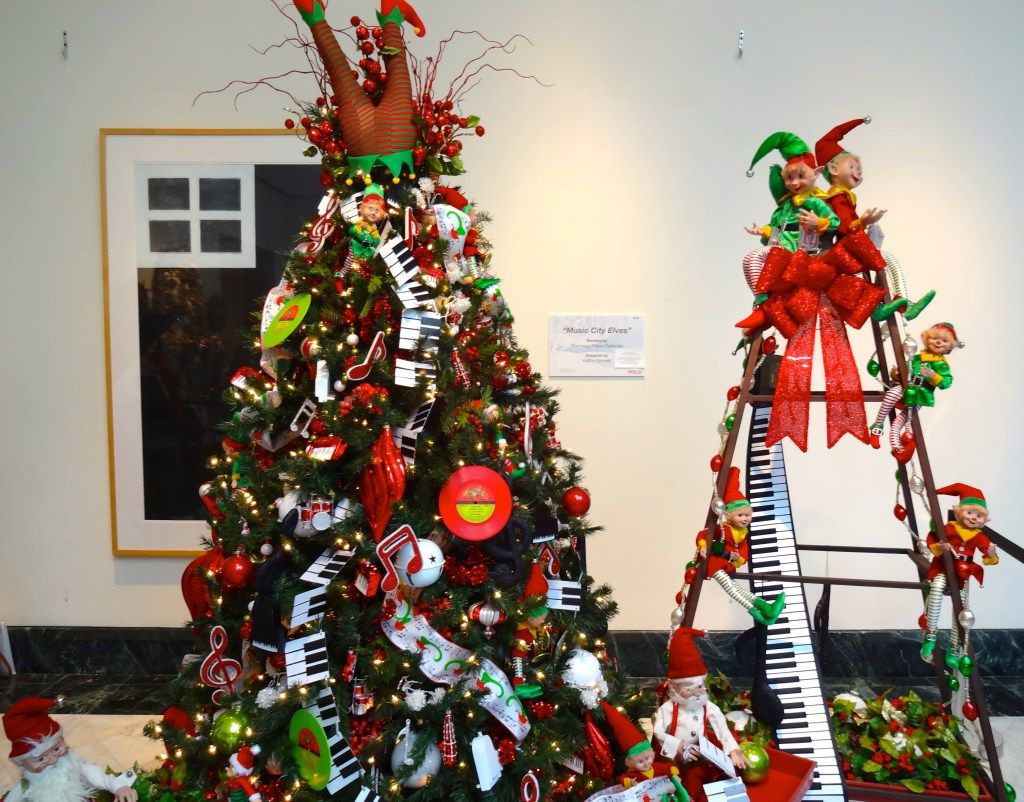 Festival Of Trees Orlando Museum Of Art Celebrating 30 Years Funandfork Orlando Museum Of Art Christmas Tree Themes Christmas Display
