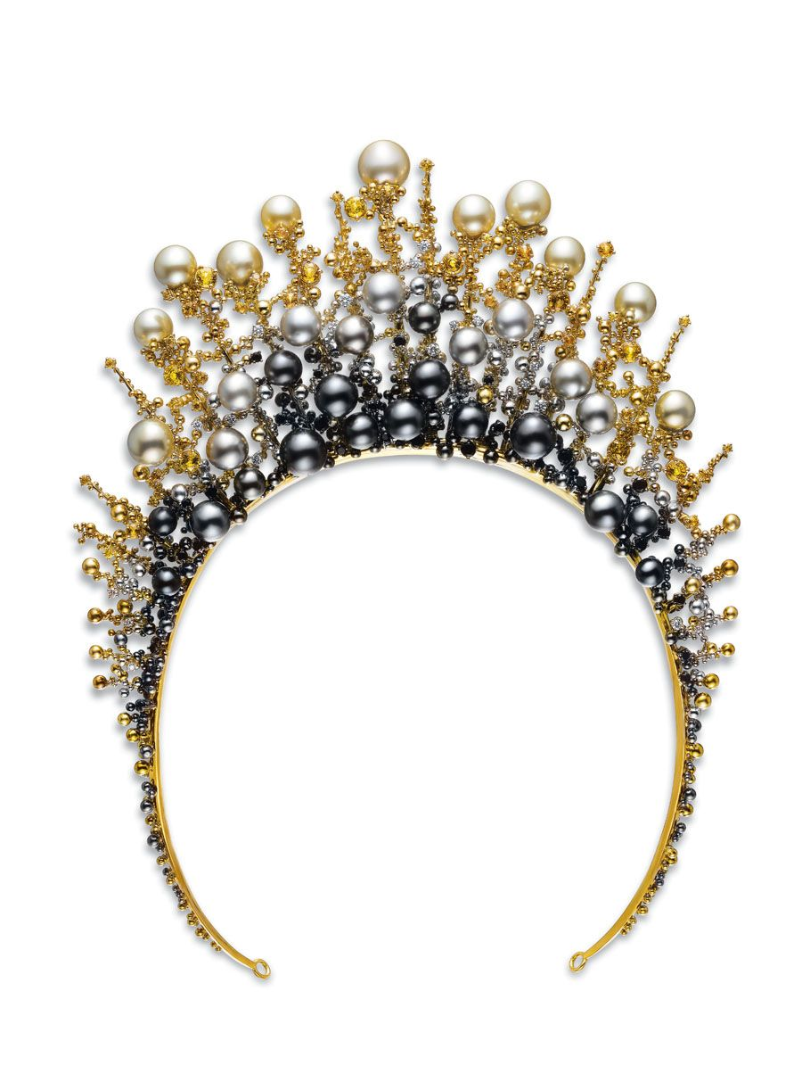 "Ganjam ""Leonid"" tiara, National Winner of the Tahiti Pearls Trophy in 2007, set with pearls and gold balls."