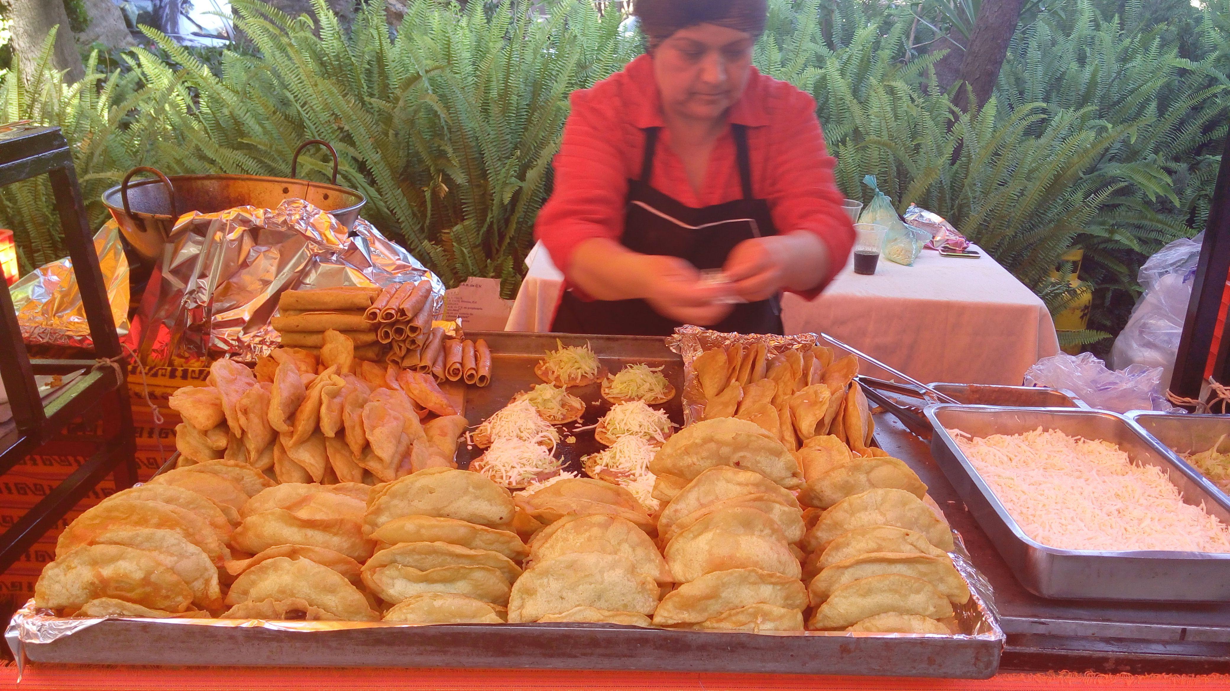 Antojitos Mexicanos Para Tu Fiestas Con Www Tacoselcipres Com Mx Ensalada De Nopales Taquizas Taquizas A Domicilio