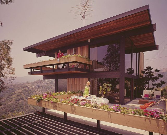 """ideefixedujour: """" Franks House - Los Angeles - Photo by Julius Shulman by Mid Century Home on Flickr. """""""