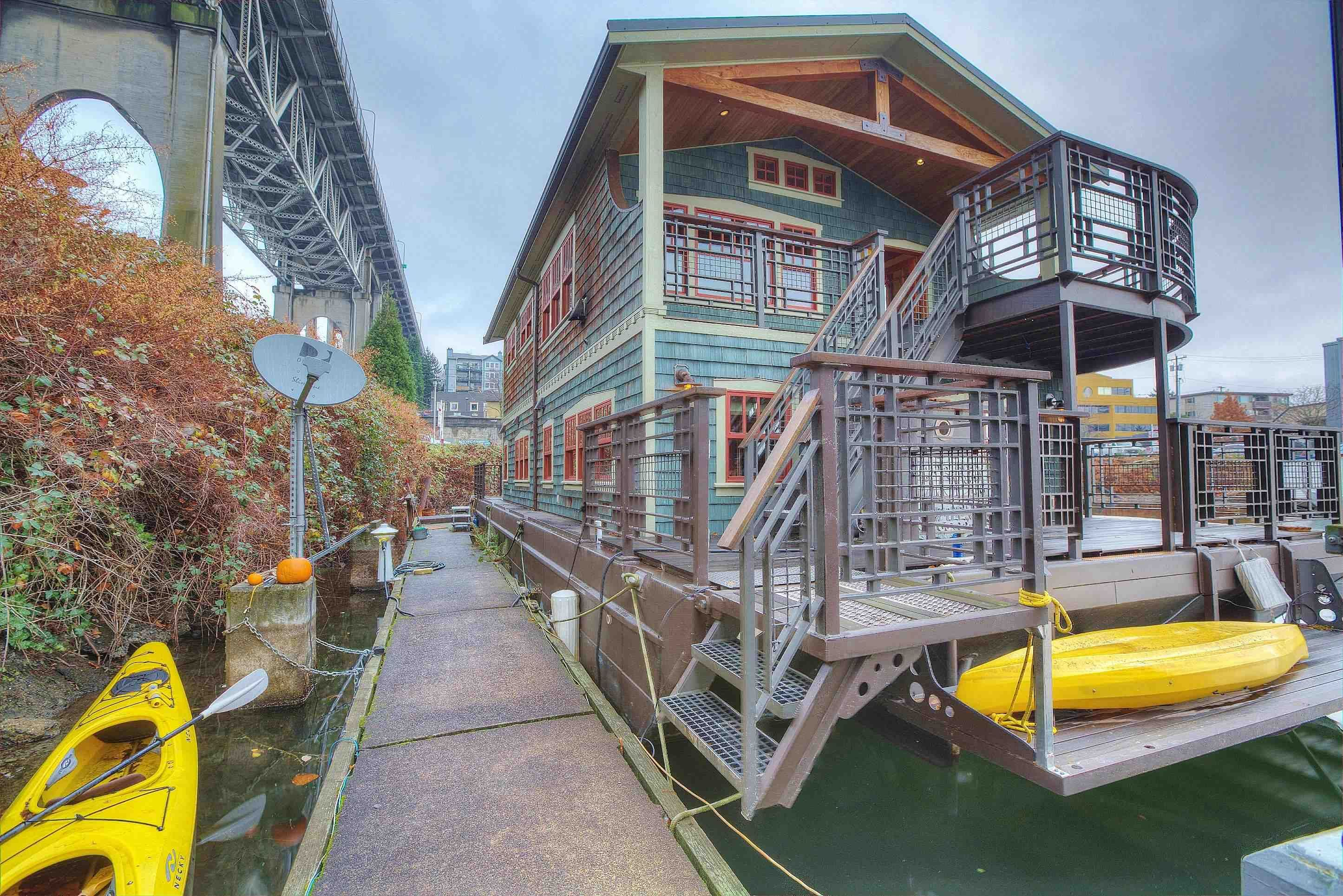 Good Seattle Houseboat Is Devoted To Houseboats And Floating Homes On Lake Union  In Seattle, Washington