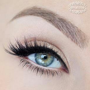 classic  subtle eye makeup pretty eye makeup for blue