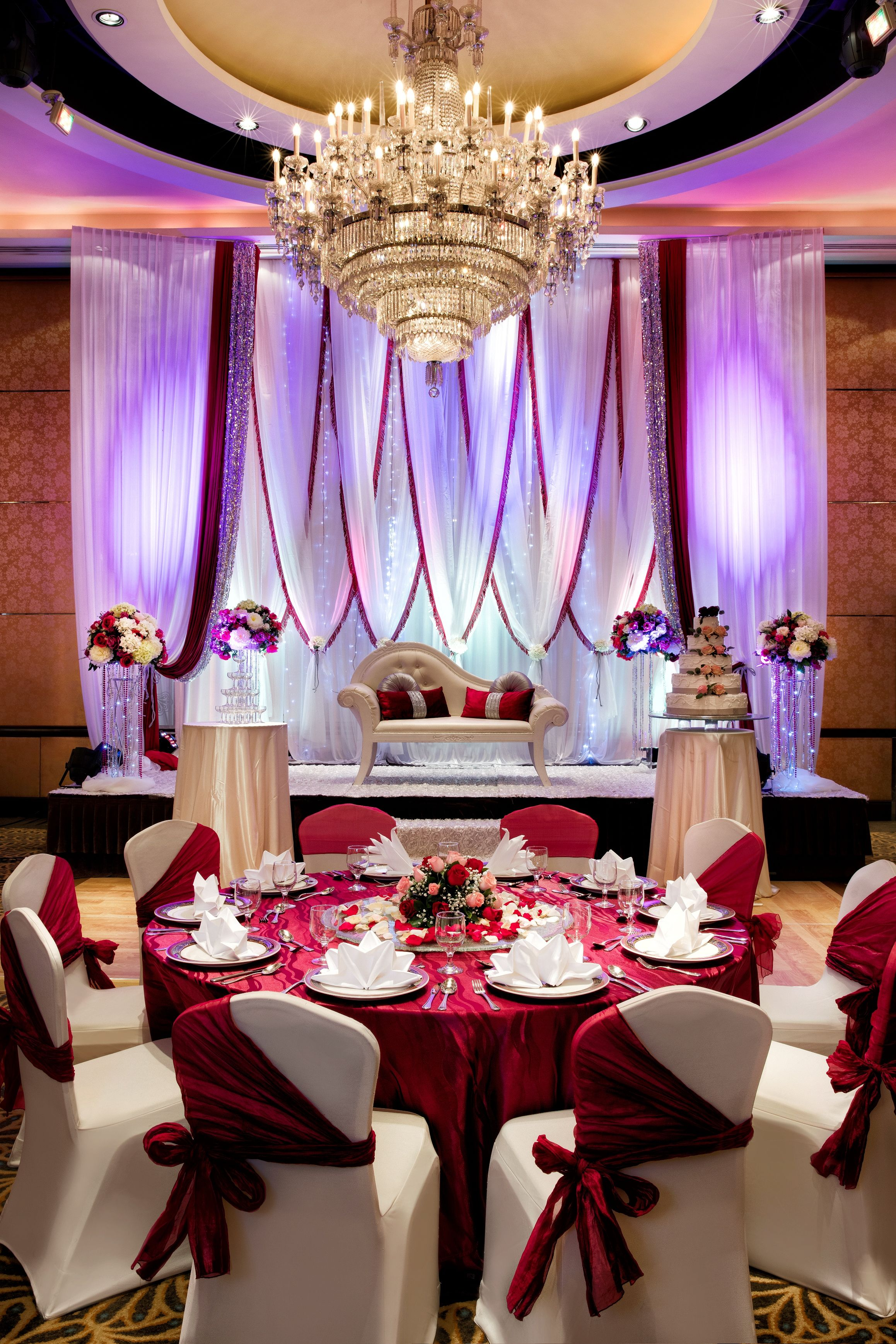 The best of three worlds all under one roof, Holiday Inn® Singapore Orchard City Centre has the capability of hosting a Malay, Indian or Chinese wedding .