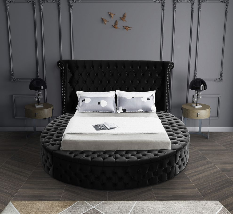 Meridian Luxus Black Exclusive Round Tufted Platfo