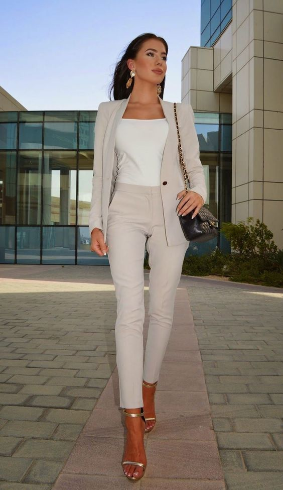 What to wear to an interview: Beige work pants, matching blazer, white tank, open toe gold shoes. This post has 20 business professional outfits for woman in the office. Stylish interview outfits #womanintheworkplace #dresstoimpress #businessprofessional