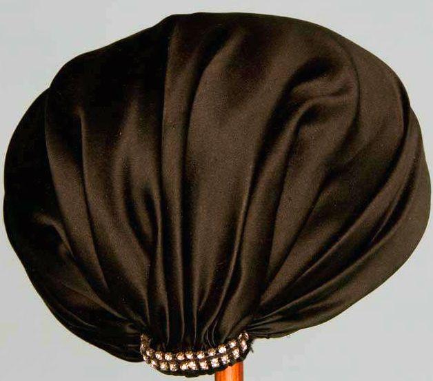 Balenciaga -Chapeau 'Pompons' et Chapeau 'Turban' -  Satin, Soie, Strass et Perles de Jais - Années 50
