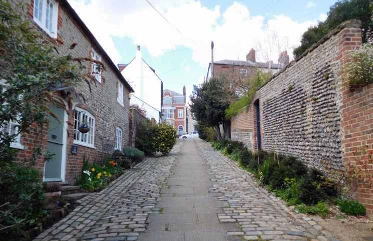 Arundel é uma pequena cidade no condado de West Sussex, a apenas 80km de Londres. Ótima opção para passeio bate e volta. Trens a partir de Victoria.