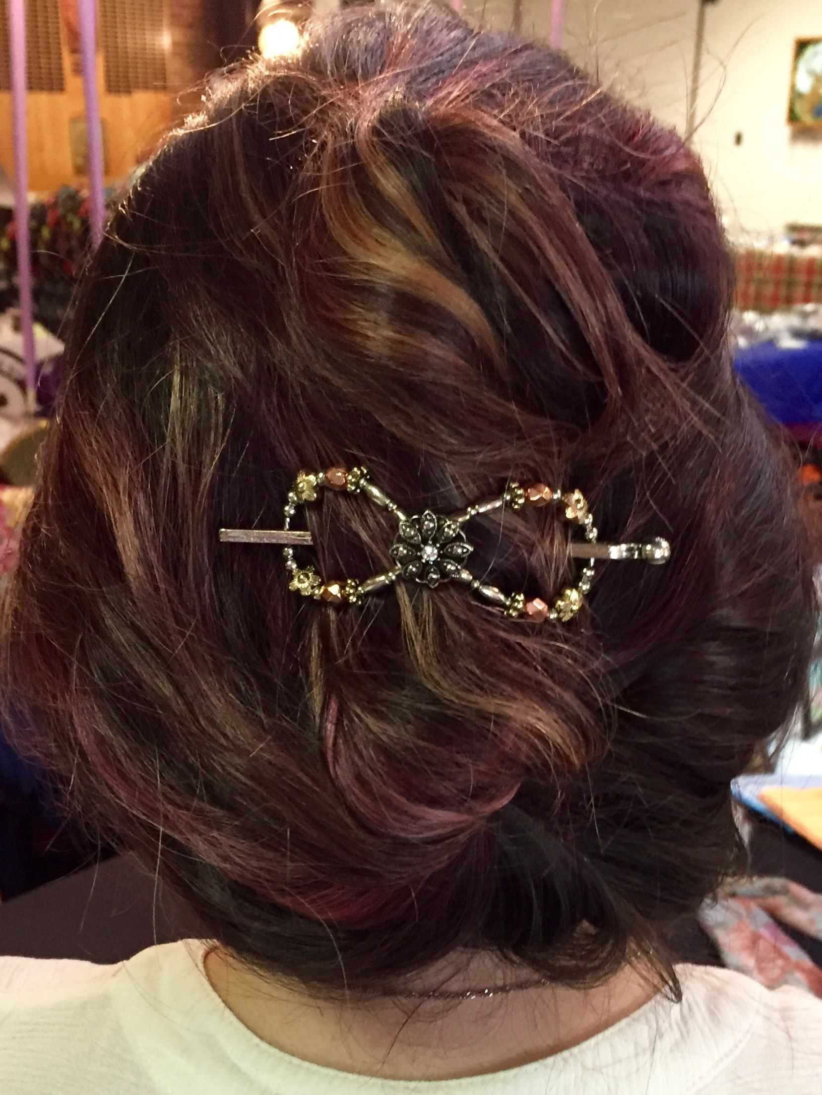 Mixed Metals flexi clip with silver, gold, and copper. The blend of colors really compliment the rose and gold highlights in her hair. She glows in Lilla Rose!