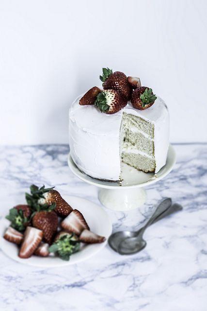 Bolo de Cachaça e Morango. / Cachaça and Strawberry Shortcake.