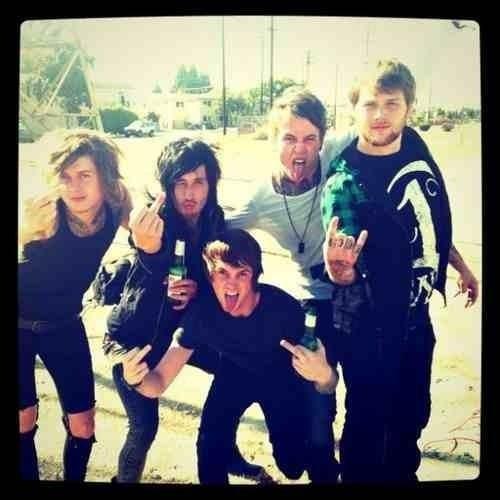Ladies and gentlemen, my favourite band! #AskingAlexandria <3