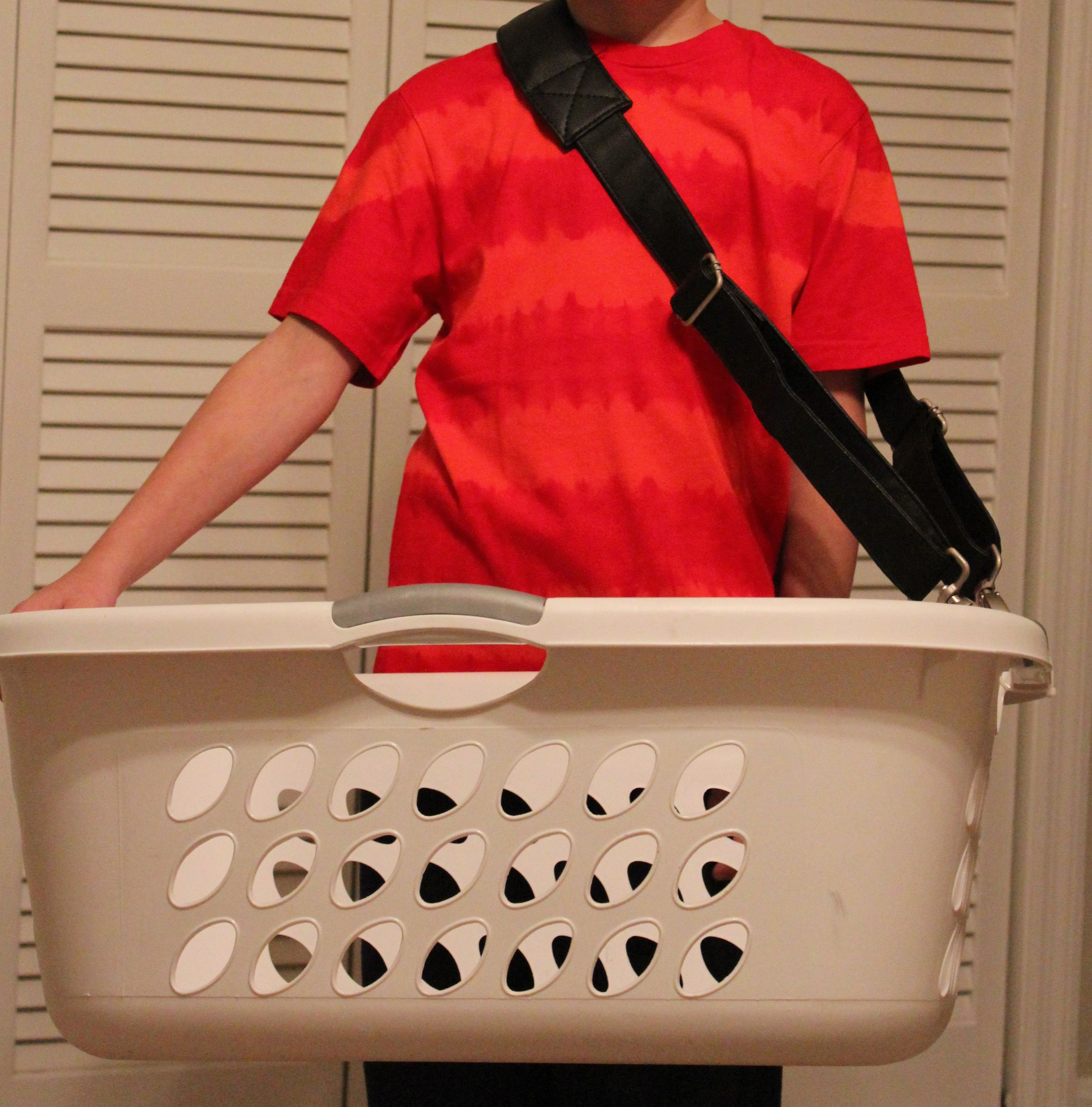 handy helper carrying strap to help you carry your laundry