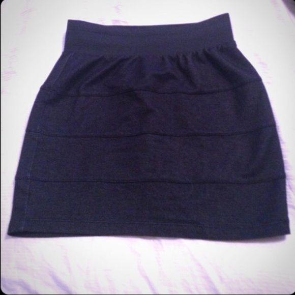 Black Bodycon Skirt  Can be worn regular or high-waisted. Cute for going out! | NO PAYPAL NO TRADES, Negotiations through the offer button please ❤️ Forever 21 Skirts Mini