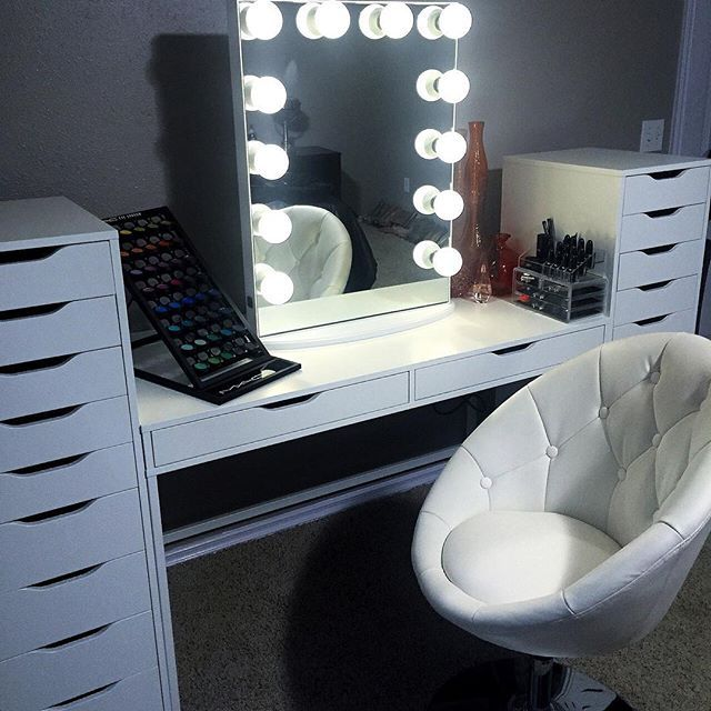 Impressions vanity lighted hollywood vanity mirrors for Illuminated mirrors ikea