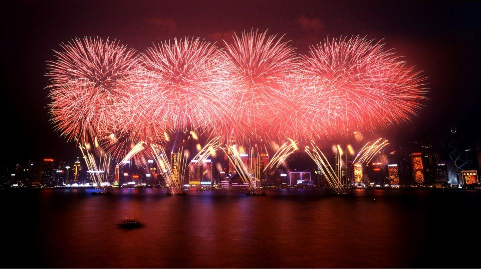Chinese New Year In Hong Kong Is Rung In In True Hk Fashion W A Pyrotechnics Display Seen Round The World New Year Fireworks Discover Hong Kong Fireworks